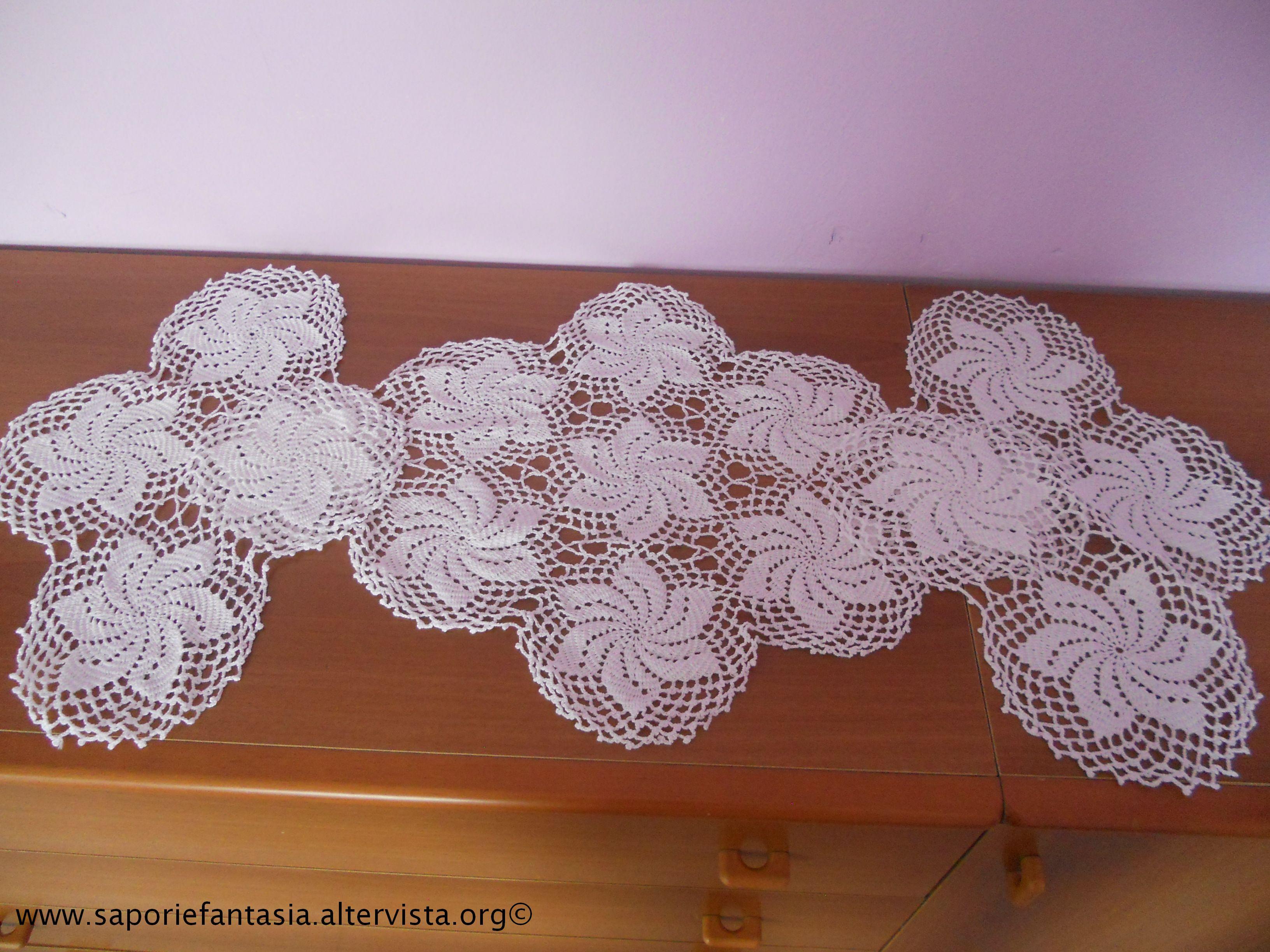Uncinetto e ricamo for Tris tappeti camera da letto